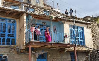 İran'ın Irak sınırındaki taş evler büyülüyor