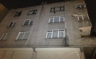 İstanbul Gaziosmanpaşa'da bulunan bir bina yıkılma tehlikesi nedeniyle boşaltıldı