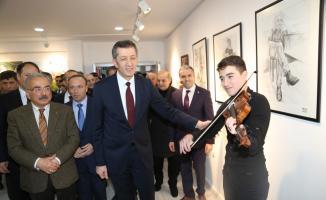 Milli Eğitim Bakanı Selçuk öğrencilerin konserini dinledi