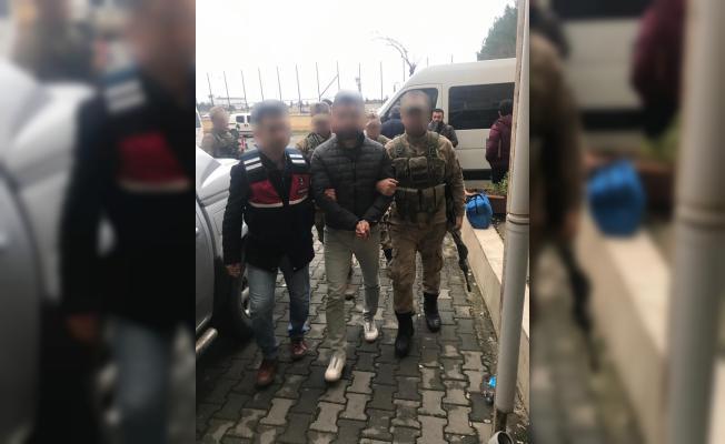 Terörist kıyafeti ve silahla poz veren zanlı tutuklandı
