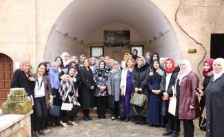 Türk ve Suriyeli kadınlar