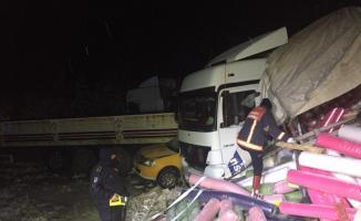 Zincirleme trafik kazası kara yolunu kapattı