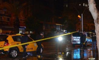 Adana'da Bar Önünde Silahlı Saldırı- Ölü ve Yaralı Var