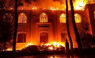Denizli'nin Çal ilçesinde tarihi okulda yangın çıktı