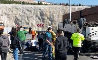 İzmir'de Down Sendromluları Taşıyan Midibüs Devrildi ! Çok Sayıda Yaralı Var
