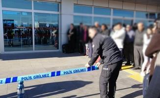 Kayseri Havalimanında Silah Sesleri: 2 Polis Birbirini Vurdu