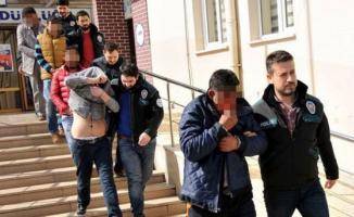 Tekirdağ'ın Süleymanpaşa ve Çorlu ilçelerinde üniversite öğrencilerine uyuşturucu satanlar yakalandı