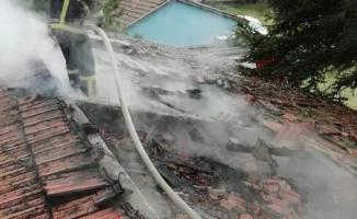 Zonguldak'ta Okulda Yangın Çıktı- Oy Sayma İşlemi Bahçede Yapılıyor