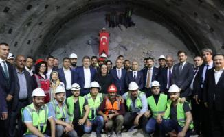 Antalya, Muğla, Denizli ve Ankara'yı Birbirine Bağlayacak Honaz Tünelinde Sona Gelindi! Tünel İçin Işık Görme Töreni Düzenlendi...