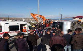 Bitlis'te Korkunç Kaza! Yolcu Otobüsü İle Tır Çarpıştı! 30'dan Fazla Yaralı Var