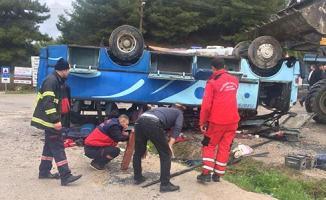 Manisa'da Tarım İşçilerini Taşıyan Otobüs Devrildi! Çok Sayıda Ölü Ve Yaralı Var