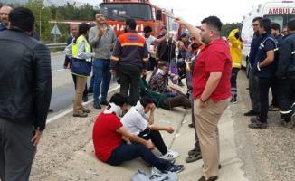 Mersin'de işçi servisi kaza yaptı: çok sayıda yaralı var
