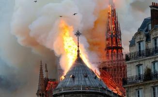 Notre Dame'daki Korkunç Yangın 8,5 Saat Sonra Söndürüldü!