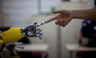 Prof. Dr. Mesut Akdere'den Flaş Açıklama: Derslere Robot Öğretmenler Girecek