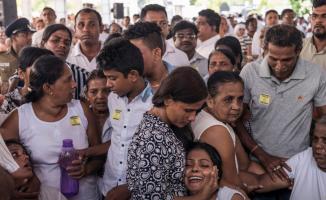 Sri Lanka'daki Saldırılarda Hayatını Kaybedenlere Toplu Cenaze Töreni Düzenlendi