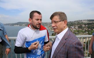 Ahmet Davutoğlu İntihar Etmek İsteyen AK Parti'li Genci İkna  Etti!
