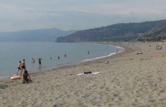 Antalya'da Suriyeliler plaja alınmayacak kararı geri çevrildi