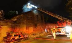 İzmir'de tarihi fabrika binasında yangın!