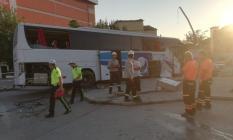 Son Dakika!.. Denizli'nin Pamukkale ilçesinde yolcu otobüsü kazası! 3 araç birbirine girdi