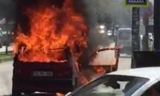 Bursa'da Otomobil Alev Topuna Döndü! 3 Kişi Ölümden Döndü