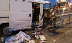 Çekmeköy Şile Yolu Ömerli Kavşağı'nda Feci Trafik Kazası! Kapalı Kasa Panelvan Bariyerlere Ok Gibi Saplandı!