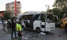 Denizli'nin Pamukkale İlçesinde Tekstil İşçilerini Taşıyan Servis Midibüsü İle Otomobil Çarpıştı! Biri Hamile Kadın, 3'ü Ağır 14 Kişi Yaralandı!