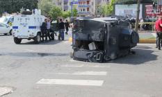 Diyarbakır'ın Dicle İlçesinde, Özel Harekat Polislerini Taşıyan Zırhlı Araç Devrildi! 6 Polis Yaralandı!