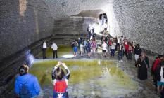 Iğdır'ın Tuzluca ilçesindeki Tuz Dağı, yerli ve yabancı turistler tarafından ziyaret akınına uğradı