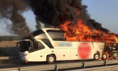 İzmir- Manisa Yolunda Yolcu Otobüsü Yandı! Ambulans ve İtfaiye Sevk Edildi!