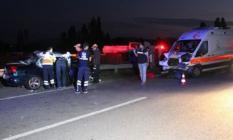 Kütahya'nın Aslanapa'da Biri Ambulans 3 Aracın Karıştığı Zincirleme Trafik Kazası! 2 Ölü, 5 Yaralı!
