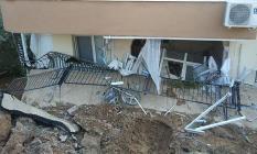İzmir'de facianın eşiğinden dönüldü! 28 ailenin kaldığı apartman çöktü!