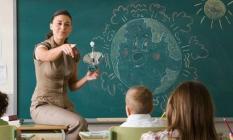 OECD'ye göre Türkiye'de ilköğretimde en düşük seviyedeki bir öğretmen yıllık 25 bin 955 dolar alıyor