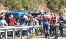 Son dakika..Muğla'da mültecileri taşıyan minibüs devrildi