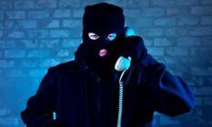 Telefon dolandırıcılarına dikkat! Banka çalışanı uyarmasa Edremit'te emekliyi soyacaklardı!