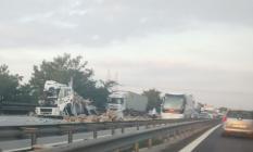Tem Otoyolunda Sakarya İstanbul istikametinde feci trafik kazası! Yol trafiğe kapatıldı