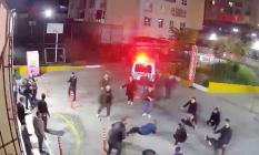 Esenyurt'ta bulunan Özyurtlar sitesinde çıkan büyük kavga kameralara yansıdı!
