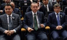 Cumhurbaşkanı Erdoğan ile Davutoğlu arasında kavga kızışıyor!