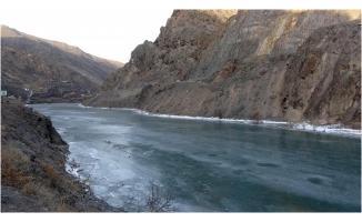 Dünyanın en hızlı akannehriydi!  Çoruh Nehri buz tuttu
