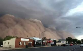 Avustralaya'da şimdide sel ve kum fırtınası yaşanıyor!