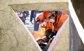 Deprem öncesi ve sonrası neler yapılmalı? Alınacak önlemler neler?
