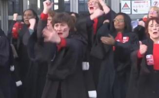 Fransa'nın En Uzun Grevi: Haka Danslı Protesto!