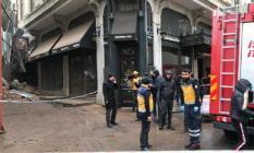 İstanbul Beyoğlu'nda bina çöktü!
