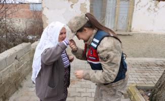 Jandarma depremzedelerin ihtiyaçlarının karşılanmasına da destek veriyor!