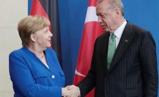 """Merkel: """"Türk - Alman Üniversitesi dostluğumuzun bir simgesi"""""""