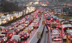Şiddetli yağış İstanbul trafiğini felç etti! İDO seferleri iptal!