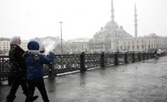 İstanbul'a bu akşam kar yağması bekleniyor! 5-12 santimetre kar örtüsünün oluşacağı öngörülüyor!