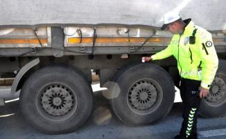 İstanbul'da Denetim: Kış Lastiği Olmayan Araçlara 776 TL Para Cezası!