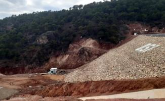 Uşak'ta baraj göleti çatladı çevredeki okullar tatil edildi!