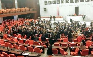 AKP'li ve CHP'li vekiller TBMM'de kavga ettiler!