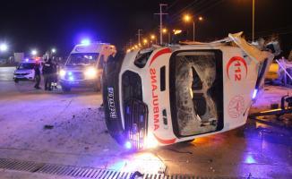 Gece yarısı korkutan ambulans kazası! Yaralılar var